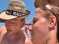 Am Nudisten Strand ist der Teufel los