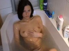 Echtes Teen Mädchen nackt in der Wanne -