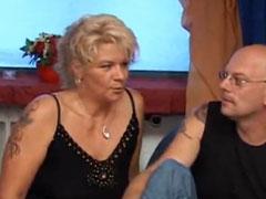 Bisexuelle Mutter will Gruppensex