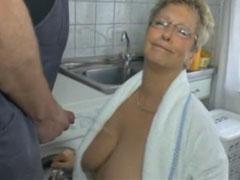 Oma steht auf Piss Pornos