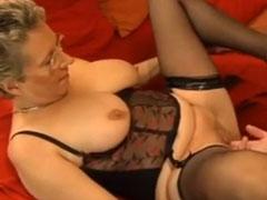 Reife Frau im Swinger Club