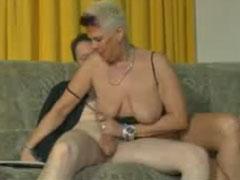 Auch reife Frauen wichsen gern - HD-Pornosnet