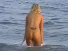 Heimlich beim Nacktbaden gefilmt