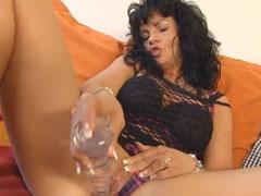 Reife Mutter masturbiert vor Zuschauern