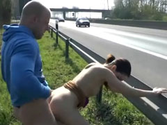 Hart gefickt an deutscher Autobahn