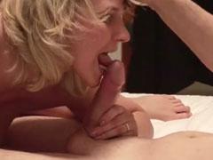 Blonde Hausfrau fickt mit ihrem Ehemann