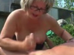 Deutsche Omas lieben geilen Sex im Freien
