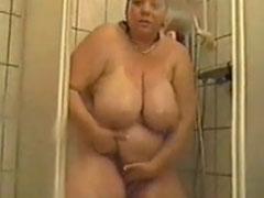 Reife frau masturbiert