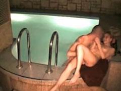 Deutsches Paar fickt im Wasser