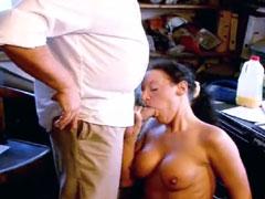 Schlampe fickt mit ihrem Chef
