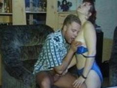 Reife Frau auf der Couch gefickt