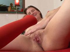 Schüchterne Hausfrau beim Pornocasting