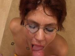Rothaariger Hausfrau auf die Brille gewichst