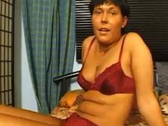 Deutsche Hausfrau masturbiert
