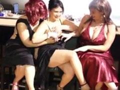 Drei lesbische Hausfrauen auf Abwegen