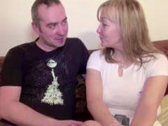 Hausfrau dreht ihren ersten Pornofilm