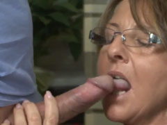 Omi fickt den Schwanz ihres Nachbarn