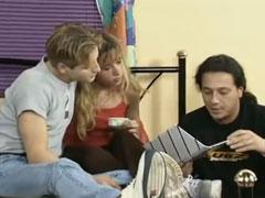Junges Paar zum ersten Mal vor der Porno Kamera