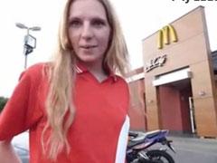 Blonde Schlampe angebaggert und durchgefickt