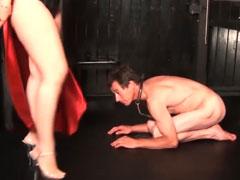 Domina fickt ihren Sklaven anal