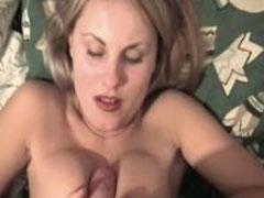 Hübsche Brüste laden zum Tittenfick ein