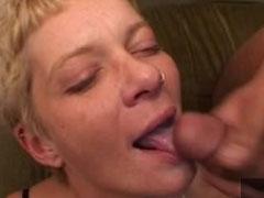 Eine Menge Sperma in ihrem Gesicht