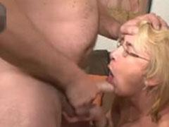 Blonde Oma von ihrem Ehemann gefickt