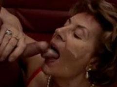 Oma Martha leckt Schwänze