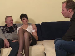 Reife Frau will unbedingt vor der Kamera gefickt werden