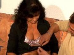 Reife Mutter von einem Pornostar gefickt