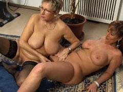 Wenn lesbische Frauen mit Dildos spielen