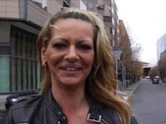 Pornoagent findet geile Schlampe auf der Strasse