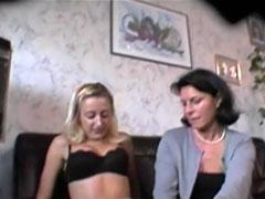 Reife Lesben heimlich beim Ficken gefilmt