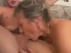 Wenn Oma einen jungen Schwanz sieht wird sie feucht