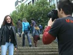 Pornoagent spricht junge Fotze in der Stadt an
