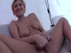 Hausfrau masturbiert nur für euch