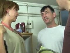 Reife Frau von zwei Schwänzen gefickt