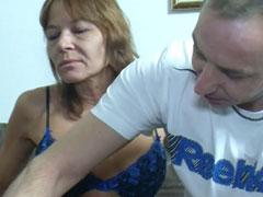 Faltige, reife Mutter von jungem Kerl gefickt