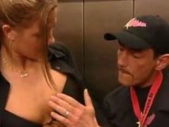 Deutsches Paar poppt im Aufzug