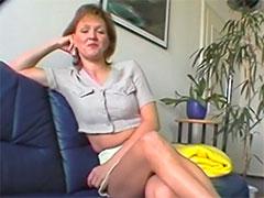 Reife Mutter heimlich beim Masturbieren gefilmt