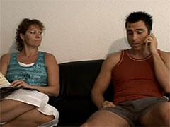 Reife Mutter will unbedingt mal wieder gefickt werden