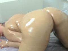 Sexy mollige deutsche ganz in Öl