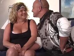 Dicke deutsche Hausfrau von einem Fremden gefickt