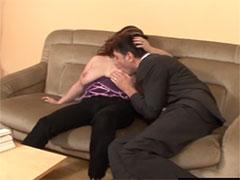 Frau mit grossen Möpsen in ihrem ersten Porno