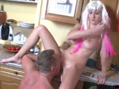 Heisse Blondine macht einen auf Pornostar