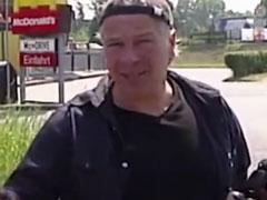 Reife Frau auf der Strasse zu einem Pornodreh überredet