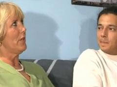 Deutscher Pornostar fickt reife Mutter