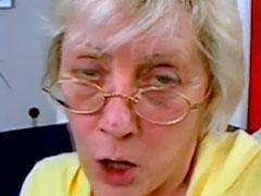 Oma dreht mal einen Amateur Porno