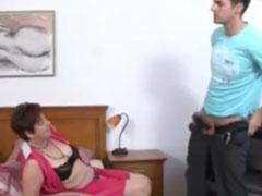 Wenn Omas ficken wollen gehen sie zum Pornofilm