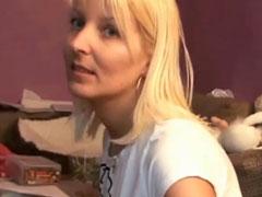Süsse blonde Deutsche will Pornostar werden